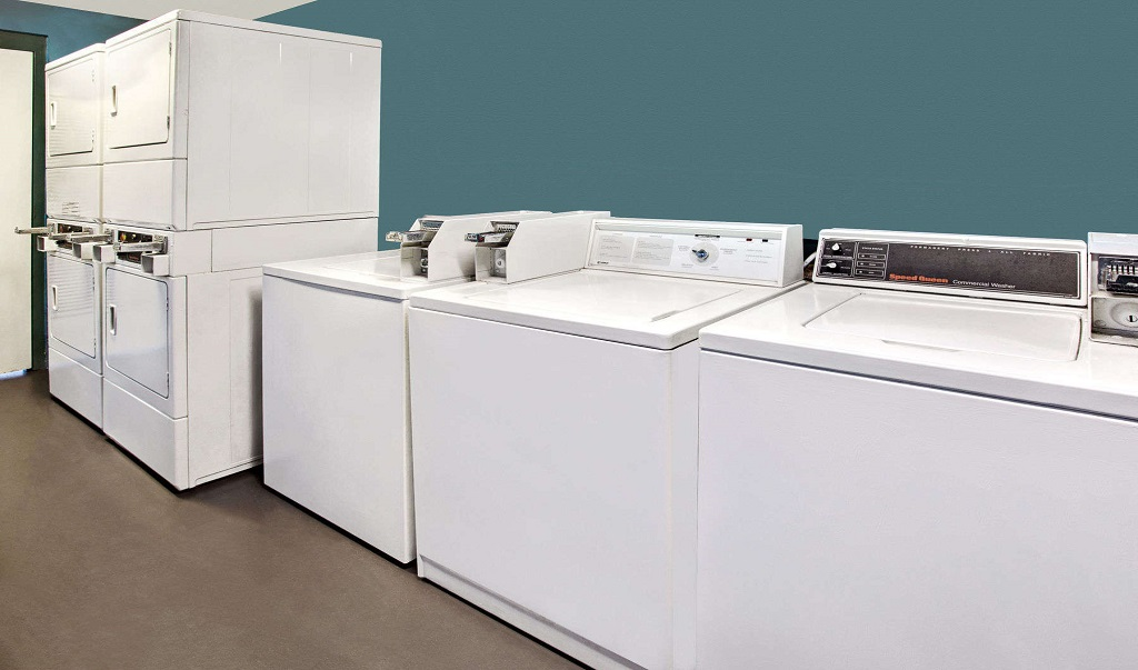 Days Inn And Suites Davenport - Laundry Facility