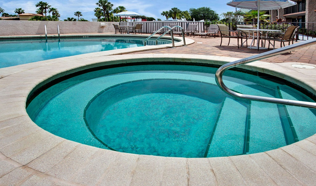Days Inn And Suites Davenport - Pool1