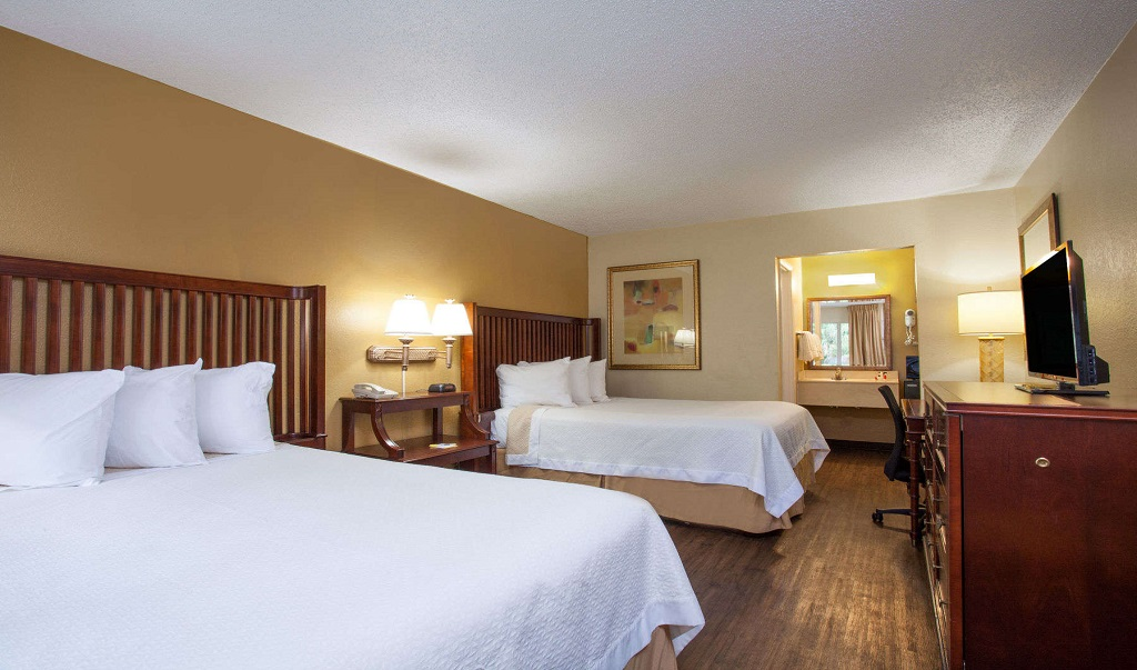 Days Inn Daytona Beach Speedway - Guestroom-9