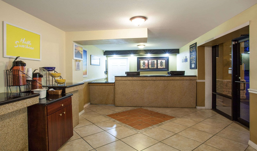 Days Inn Daytona Beach Speedway - Lobby1