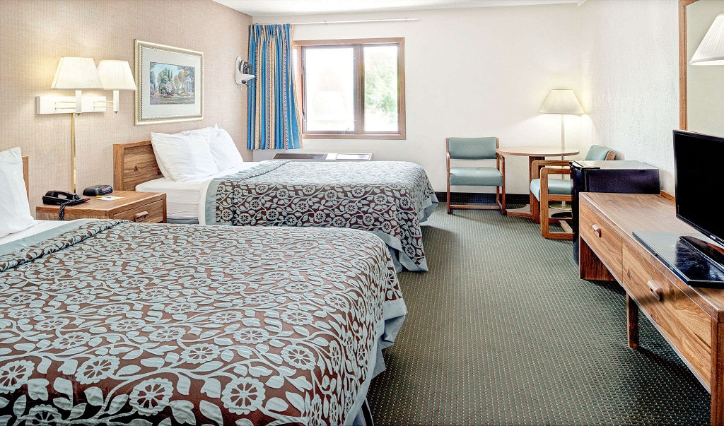Days Inn Council Bluffs/9th Avenue - Double Beds Room1