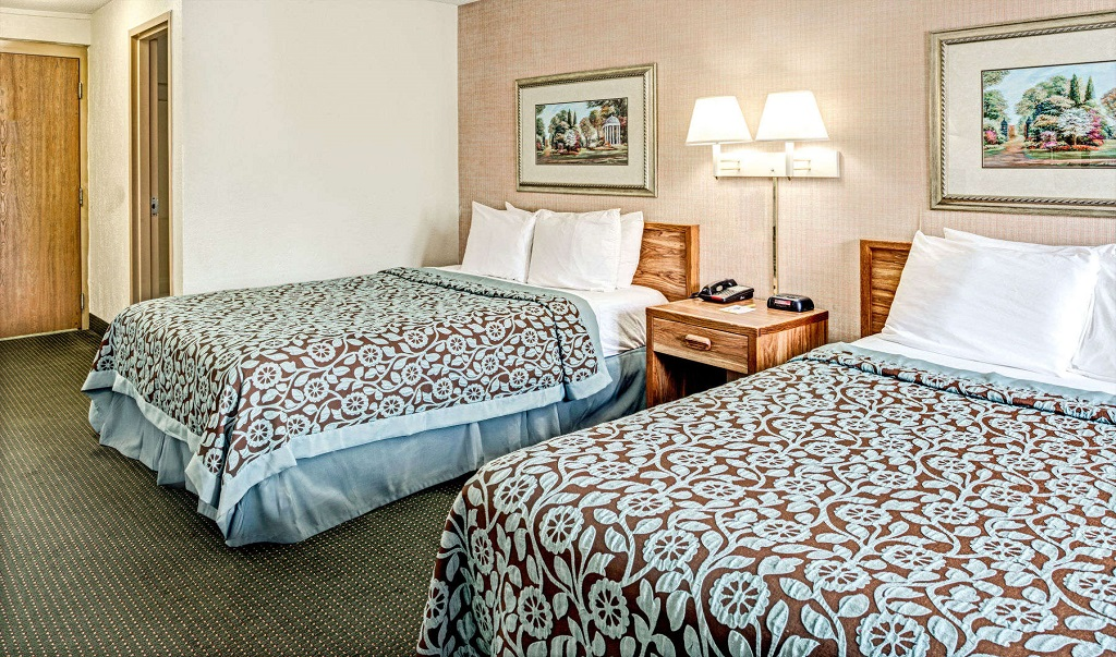 Days Inn Council Bluffs/9th Avenue - Double Beds Room