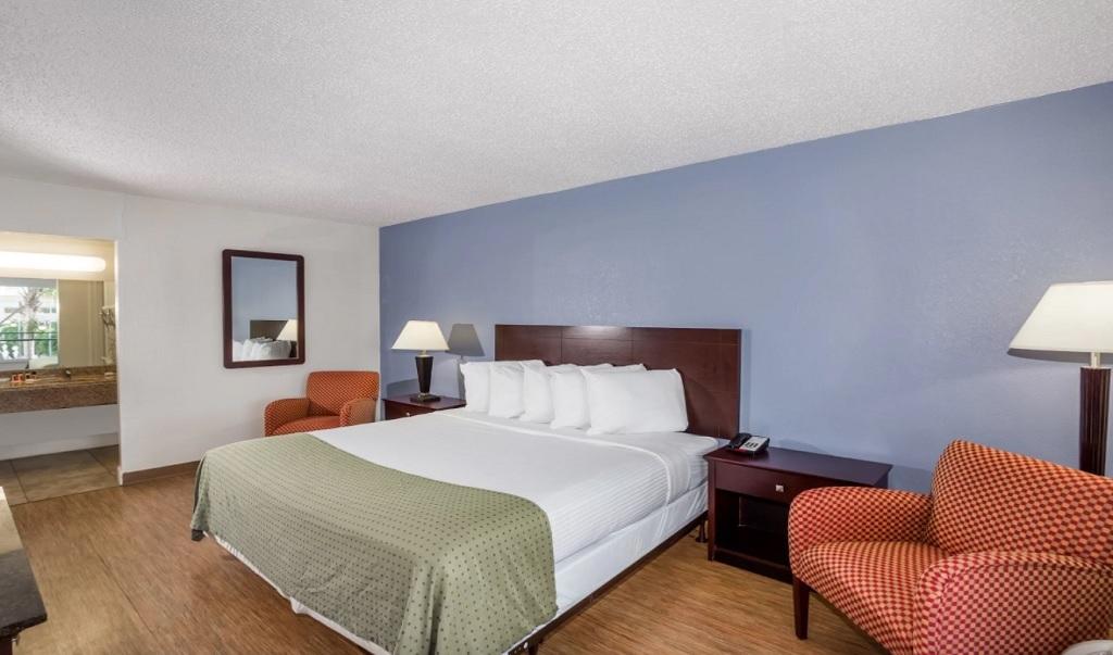 Days Inn St. Petersburg North - Single Bed Room