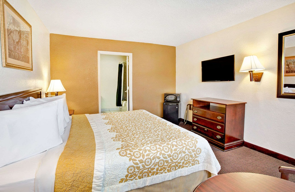 Days Inn and Suites Orlando UCF - Guest Room -6