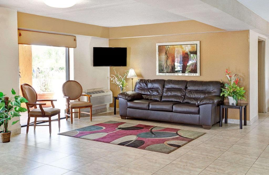 Days Inn and Suites Orlando UCF - Lobby
