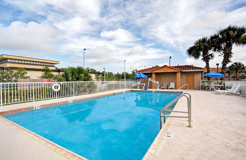 Days Inn and Suites Orlando UCF - Outdoor Pool