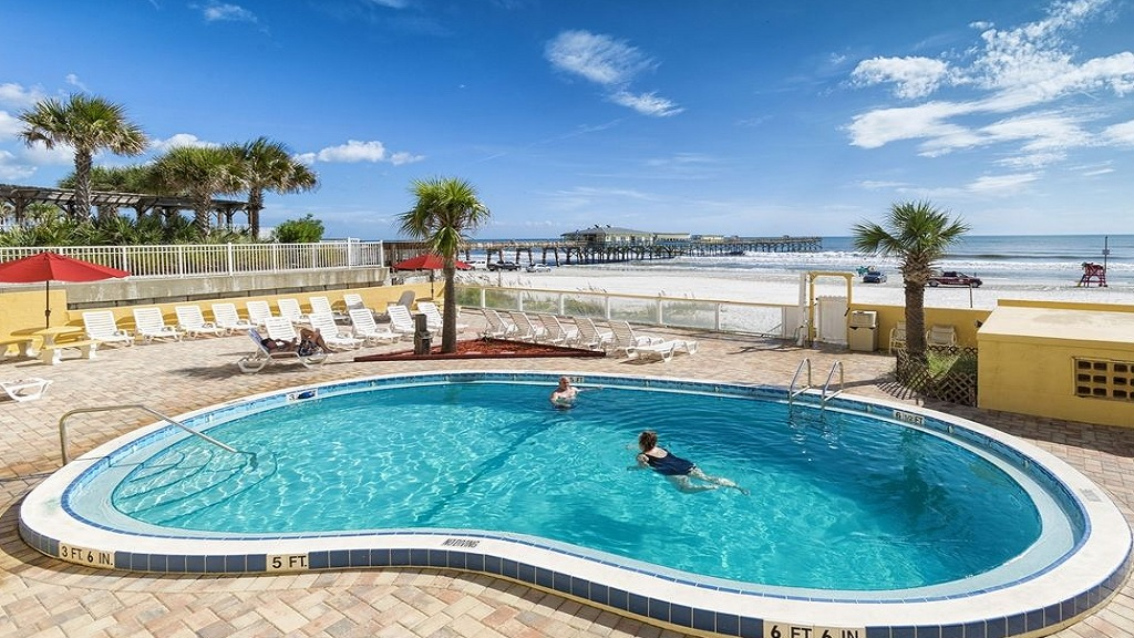 Beach Quarters Resort Daytona - Pool