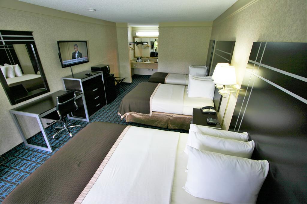Deluxe Inn Fayetteville - 3 Beds Room