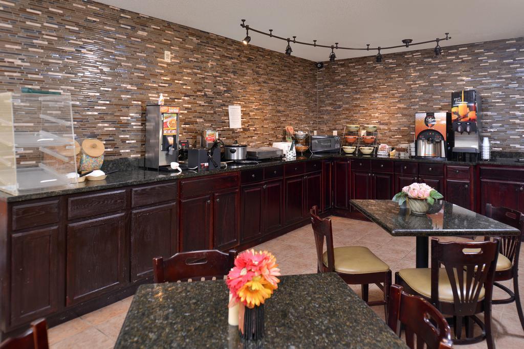 Douglas Inn & Suites - Breakfast Area