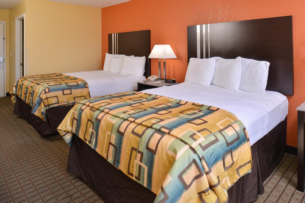 Douglas Inn & Suites - Double Beds Room1