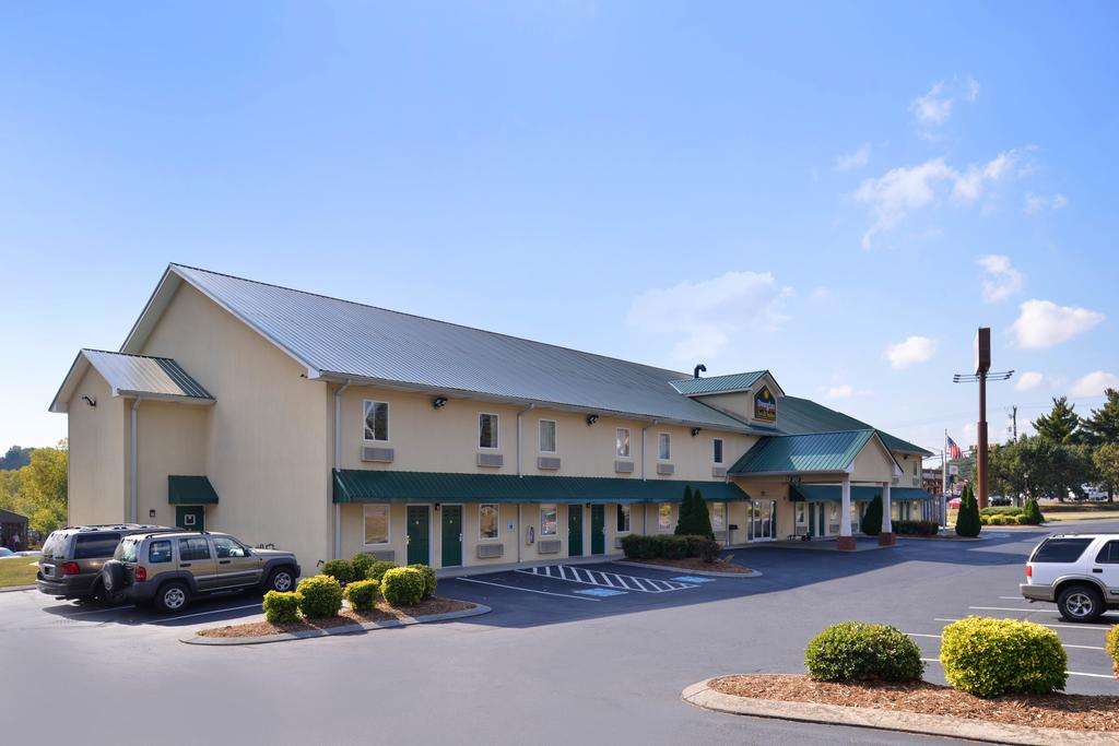 Douglas Inn & Suites - Exterior1