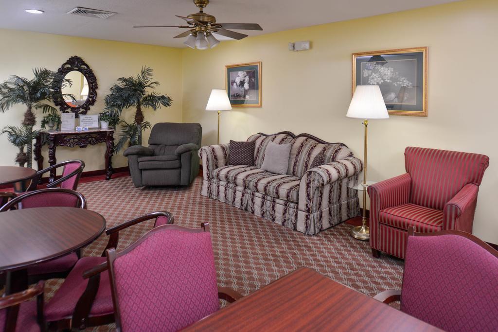 Douglas Inn & Suites - Lobby-4