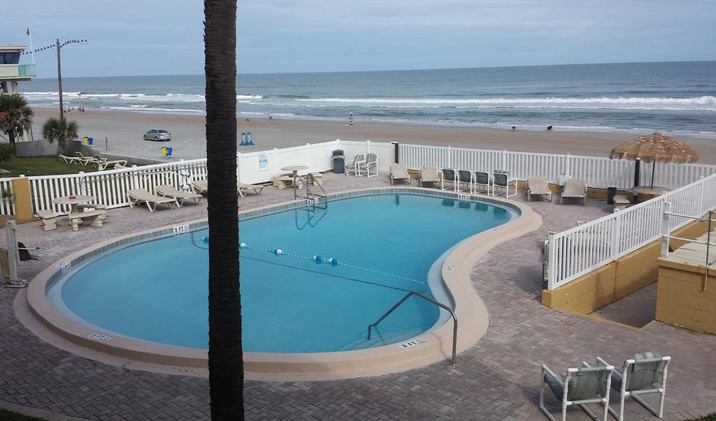 Driftwood Beach Motel - Pool View-2