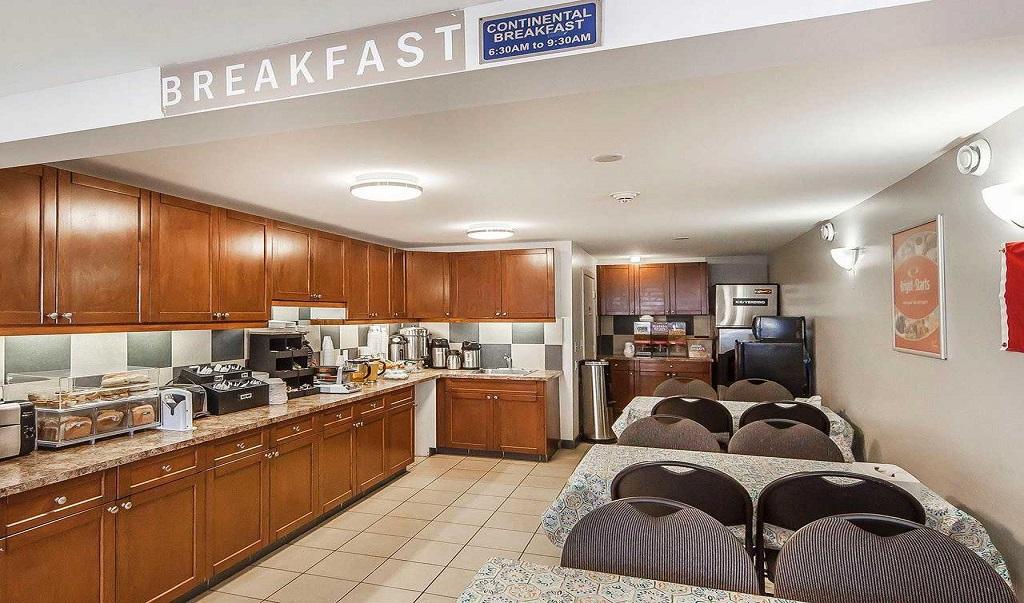 Econo Lodge Inn & Suites Drumheller - Breakfast Area-1