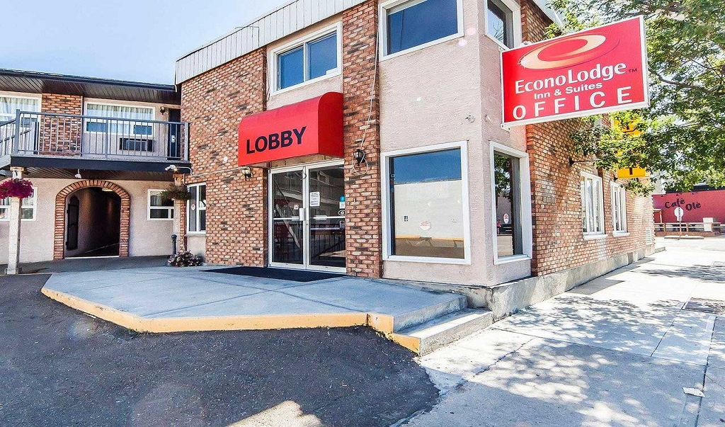 Econo Lodge Inn & Suites Drumheller - Exterior-1
