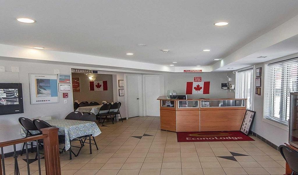 Econo Lodge Inn & Suites Drumheller - Lobby Area-1
