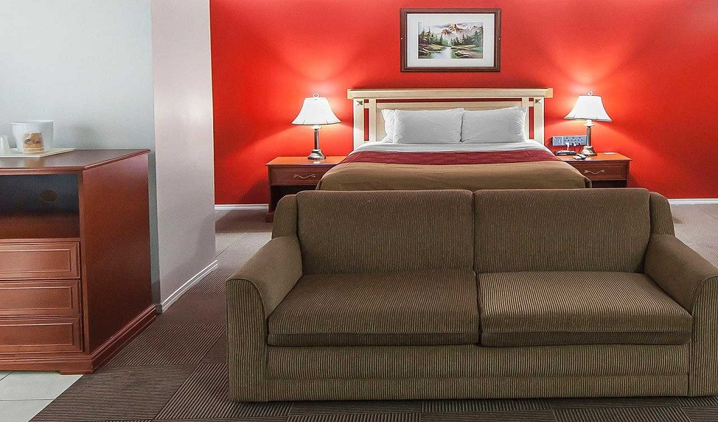 Econo Lodge Inn & Suites Drumheller - Single Bed Room with Sofa-1