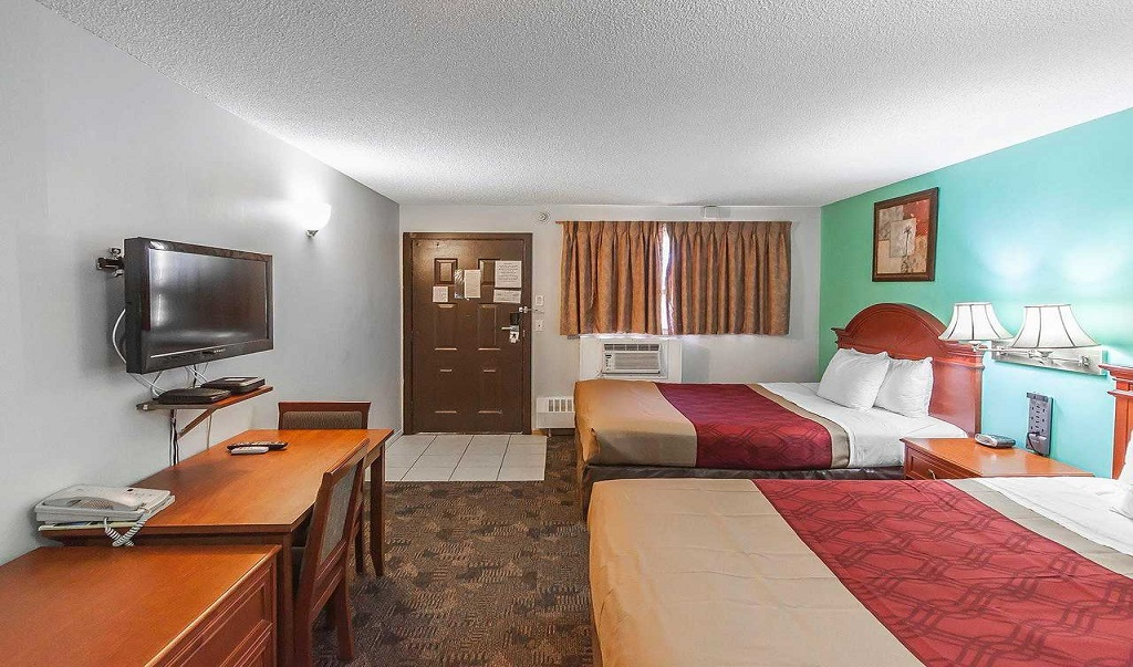 Econo Lodge Inn & Suites Drumheller - Double Beds Room-1
