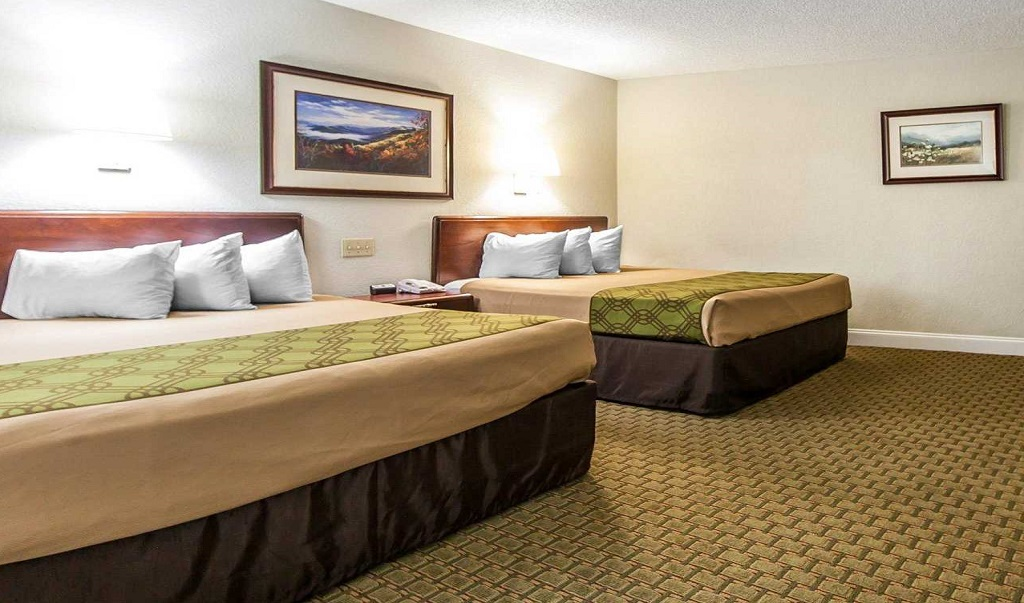 Econo Lodge Inn & Suites on the River - Double Beds Room-1
