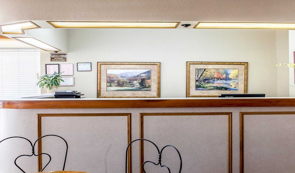 Econo Lodge Inn & Suites on the River - Reception