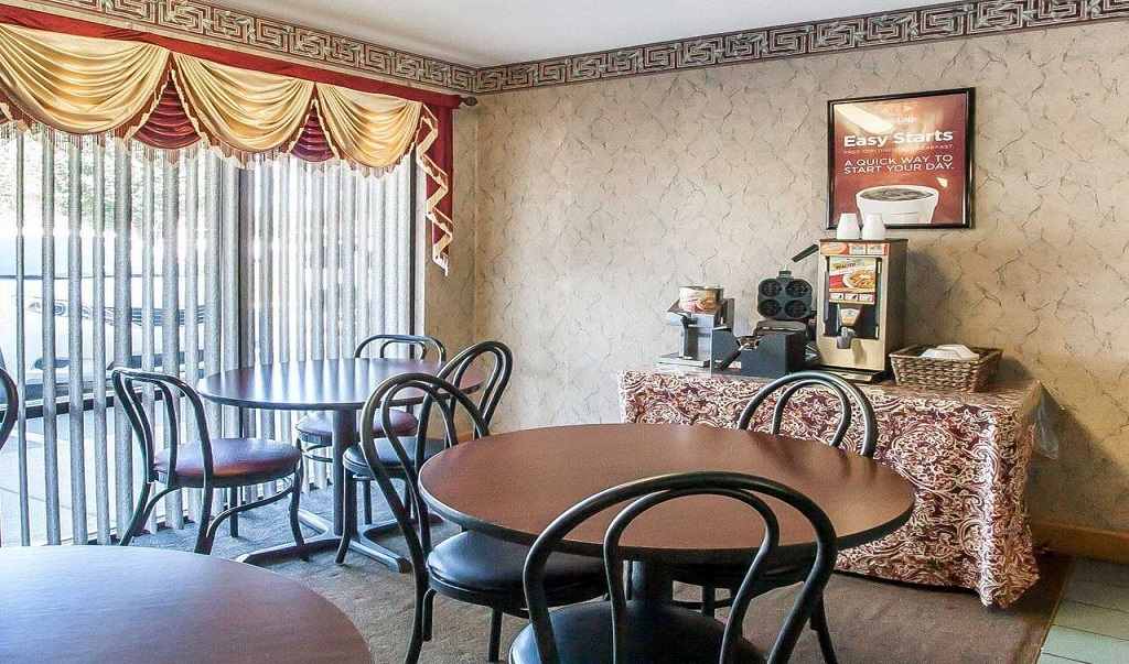 Econo Lodge Inn & Suites Murfreesboro - Dining Area