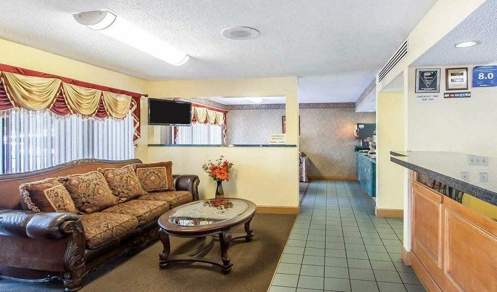 Econo Lodge Inn & Suites Murfreesboro - Lobby Area-1