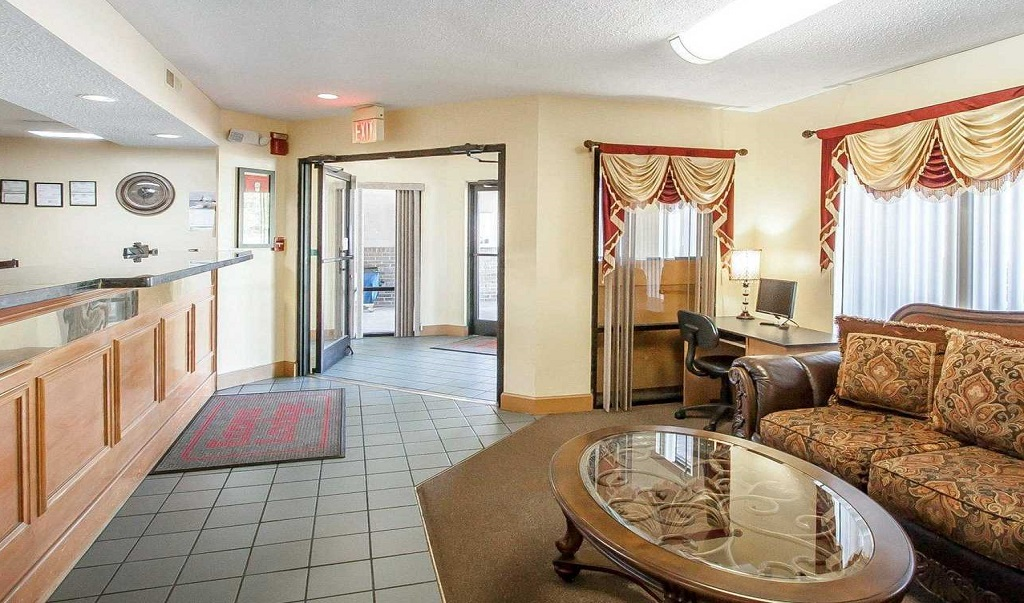 Econo Lodge Inn & Suites Murfreesboro - Lobby Area