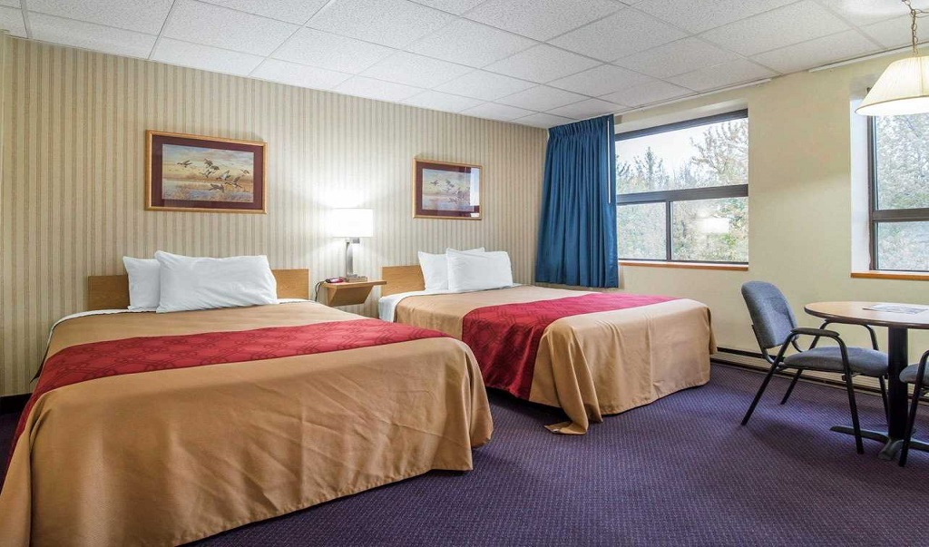 Econo Lodge Manchester - Double Beds Room