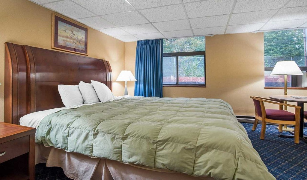 Econo Lodge Manchester - Single Bed Room-3