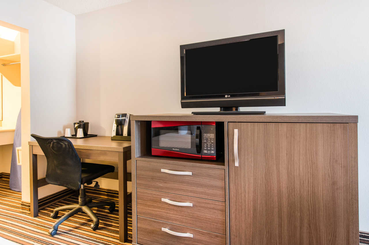 Econolodge Orlando Airport - TV & Microwave