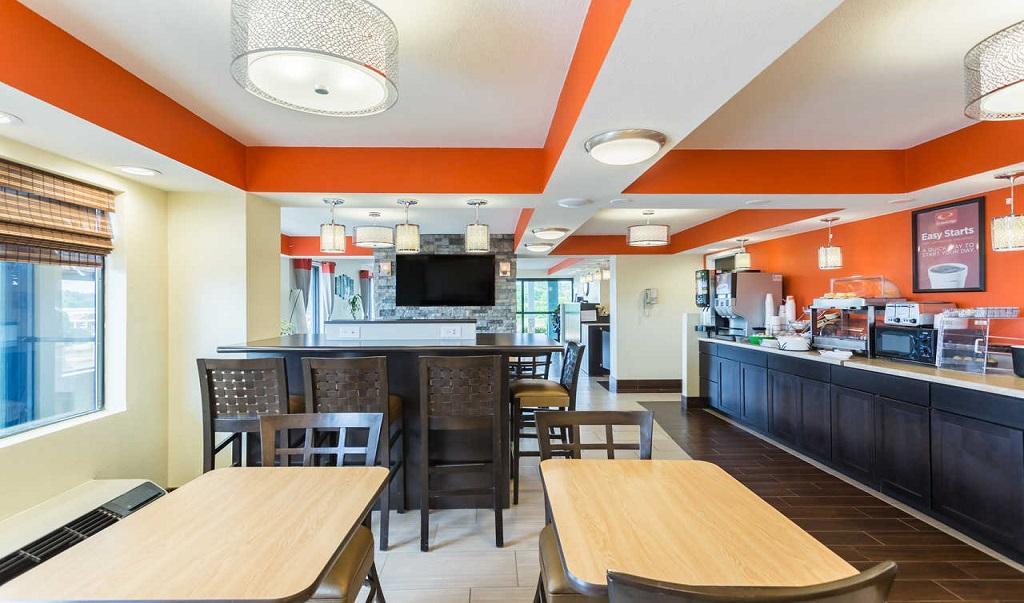 Econo Lodge White Pine - Breakfast Area-1