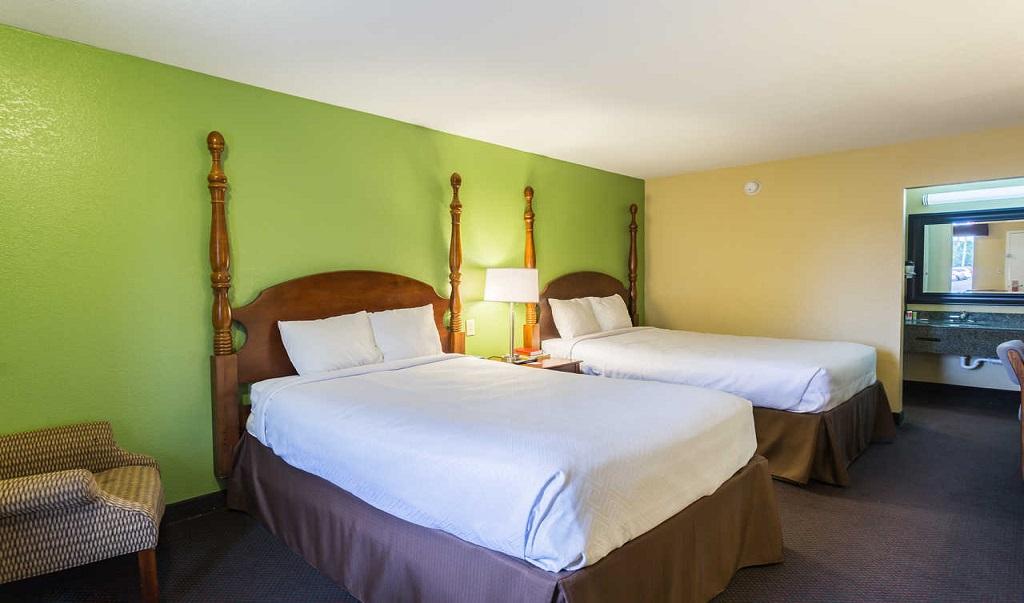 Econo Lodge White Pine - Double Beds-1