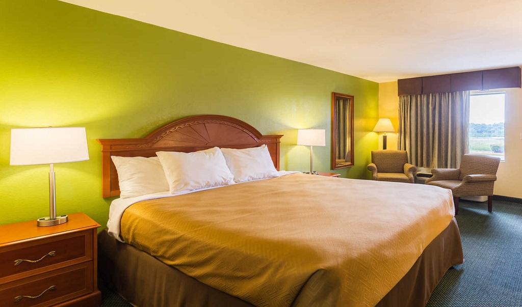 Econo Lodge White Pine - Single Bed