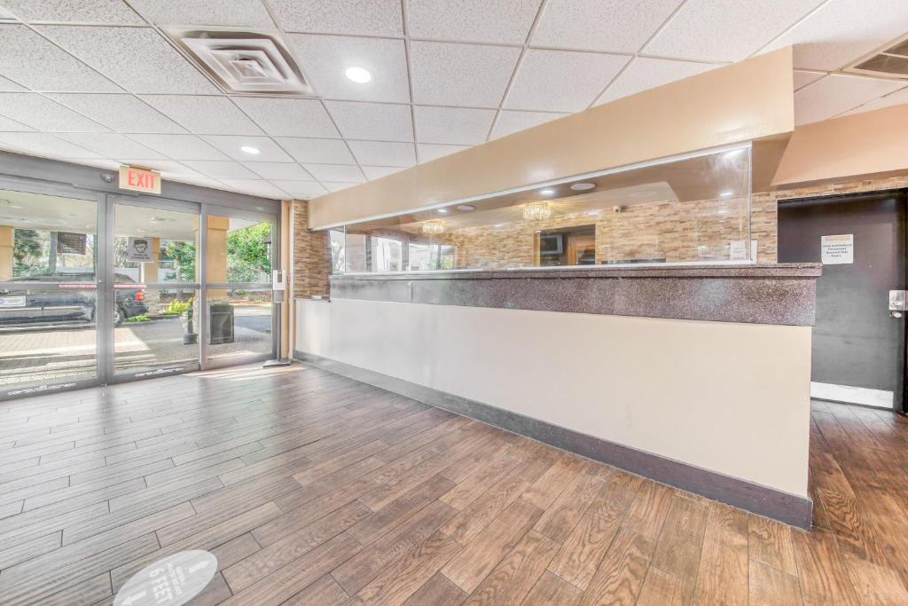 Floridian Express Extended Stay Hotel - Front Desk