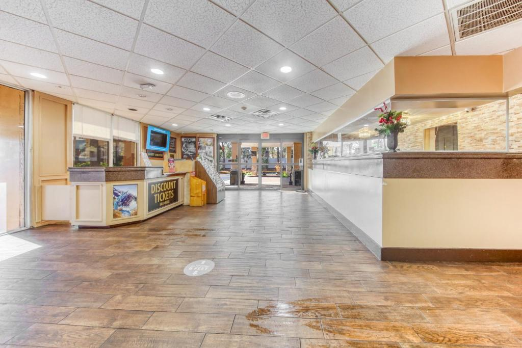 Floridian Express Extended Stay Hotel - Lobby Area