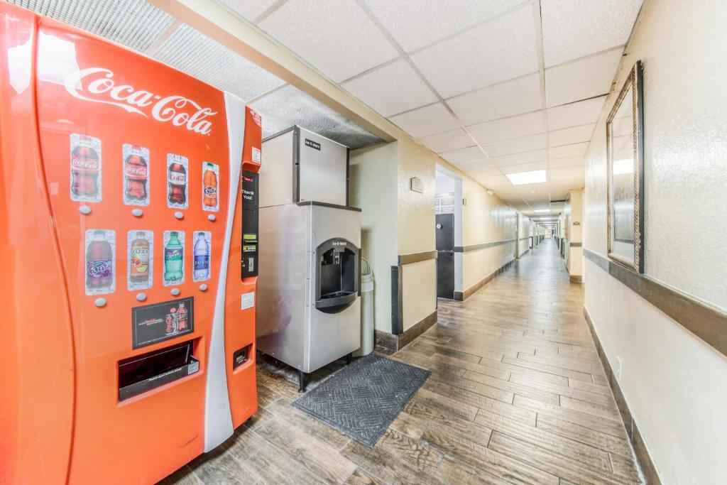 Floridian Express Extended Stay Hotel - Vending Area-2