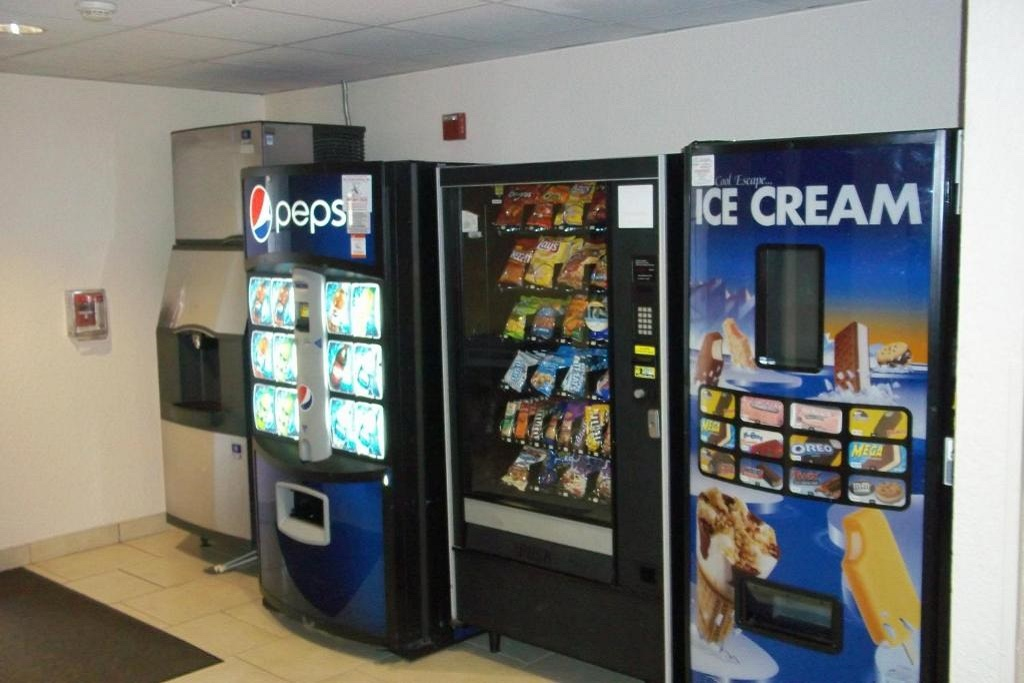 Floridian Hotel and Suites Extended Stay Orlando - Vending Area