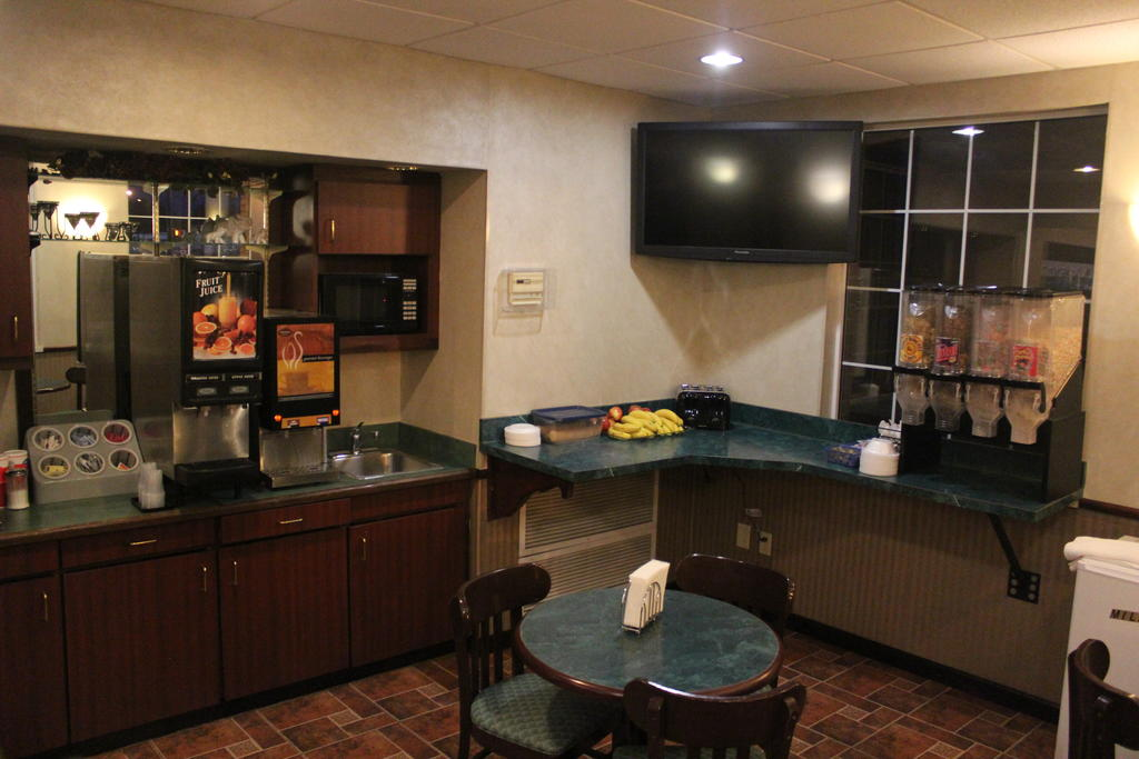 Garden City Inn Kansas Find Reviews Best Deals On Travlu