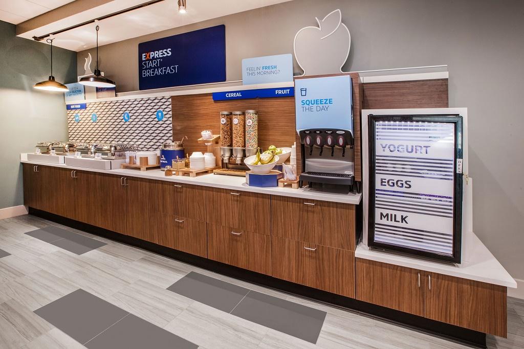 Holiday Inn Express South Davenport - Breakfast Area-1