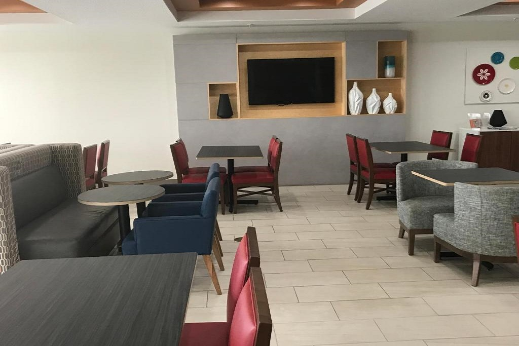 Holiday Inn Express South Davenport - Dining Area-1
