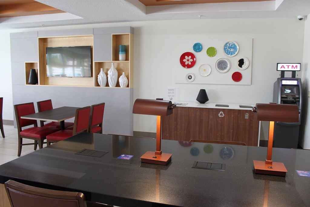Holiday Inn Express South Davenport - Dining Area-2