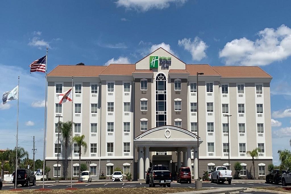 Holiday Inn Express South Davenport - Exterior-1