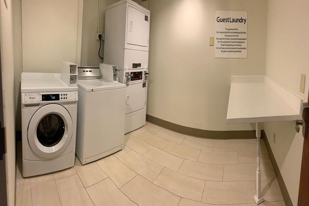 Holiday Inn Express South Davenport - Laundry Area
