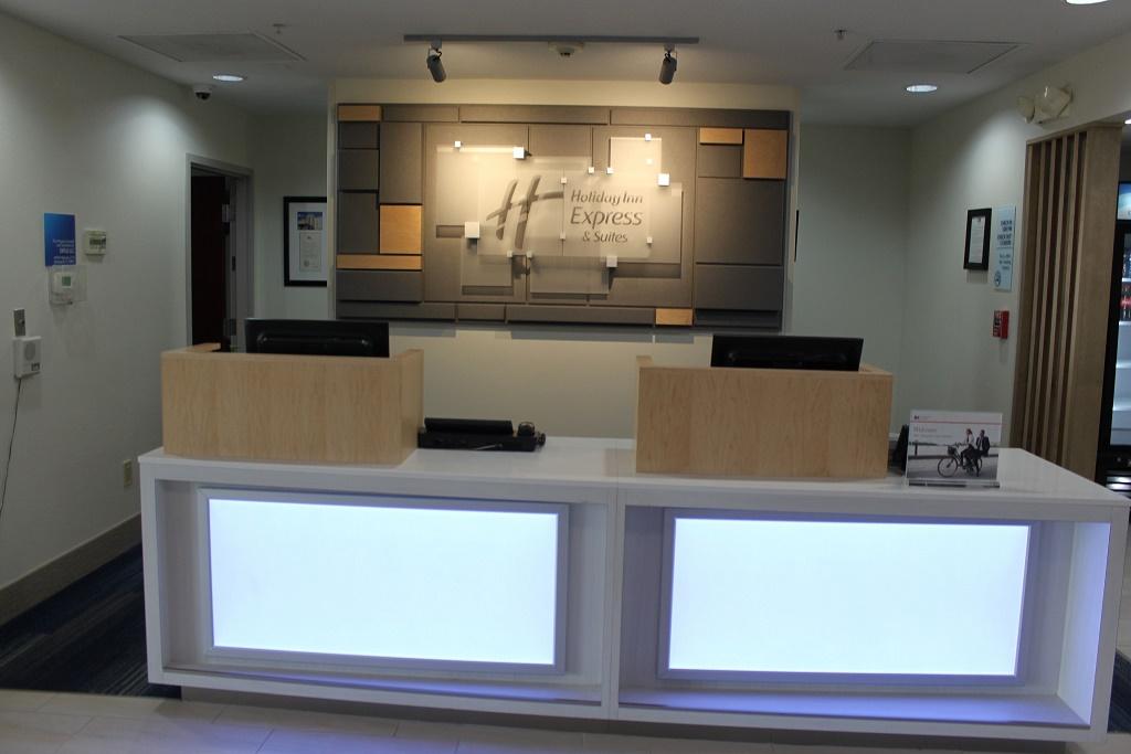 Holiday Inn Express South Davenport - Lobby Aare-1