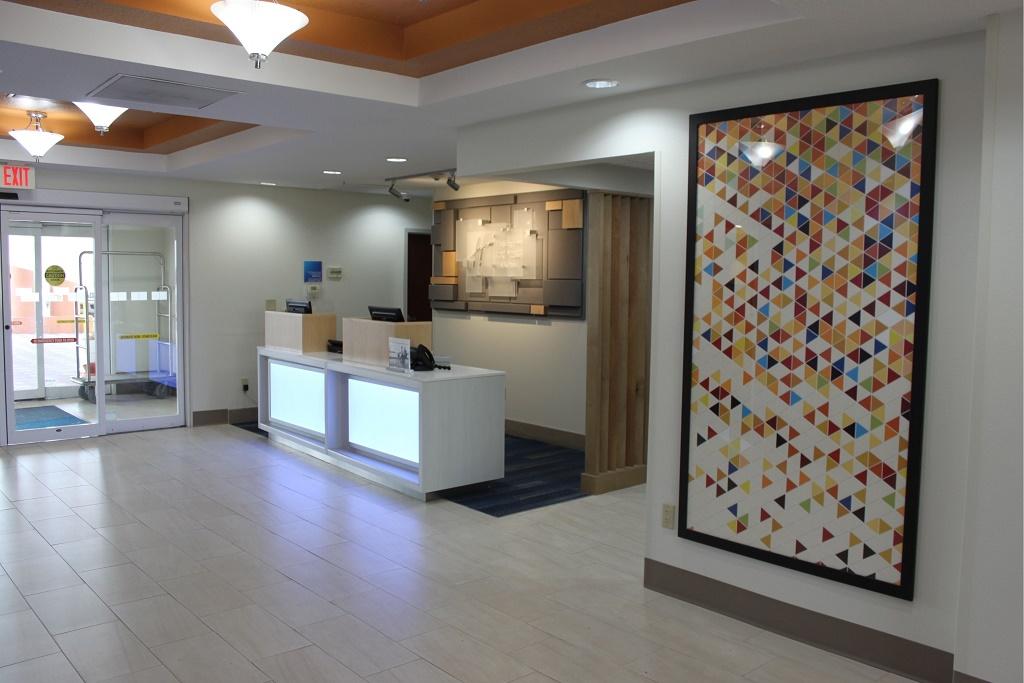 Holiday Inn Express South Davenport - Lobby Aare-2