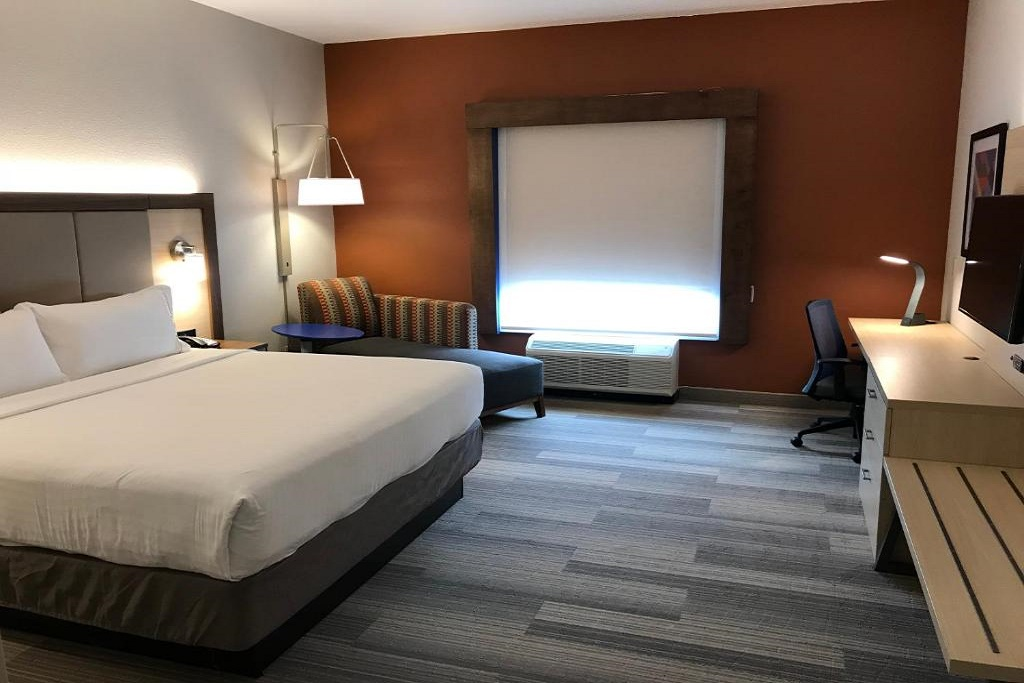Holiday Inn Express South Davenport - Single Bed Room-4