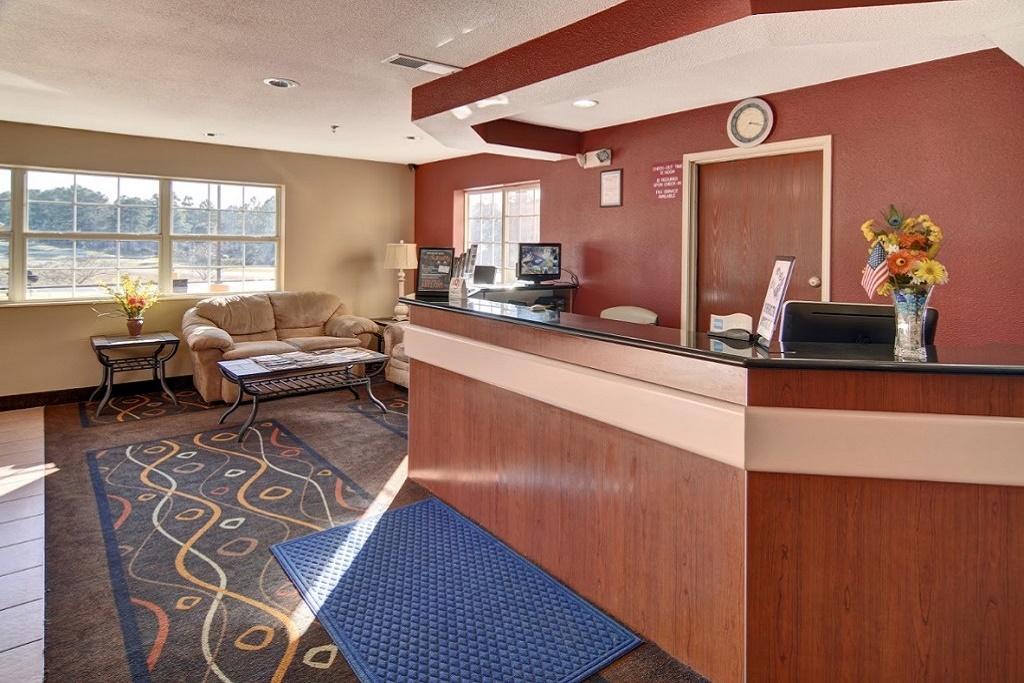 HomeTown Inn & Suites - Lobby Area