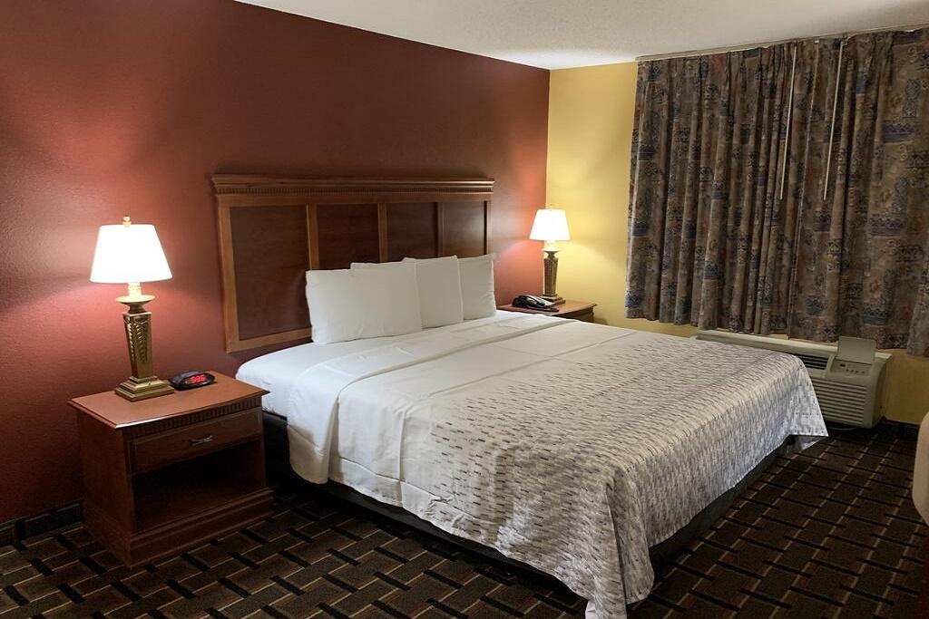 HomeTown Inn & Suites - Single Bed Room-1
