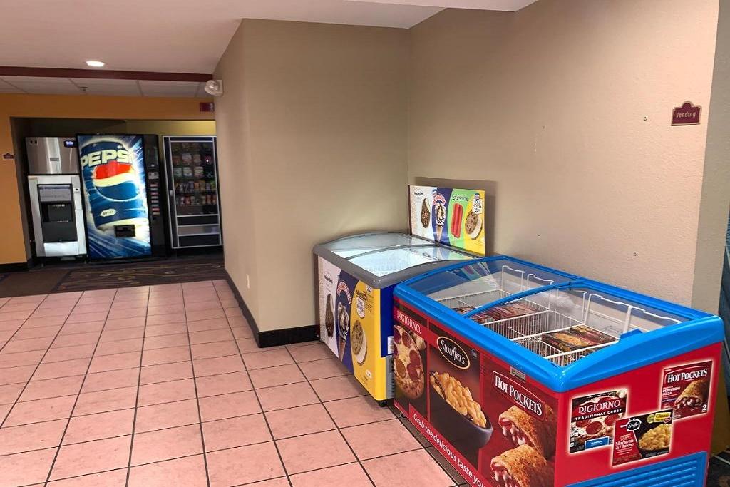 HomeTown Inn & Suites - Vending Area