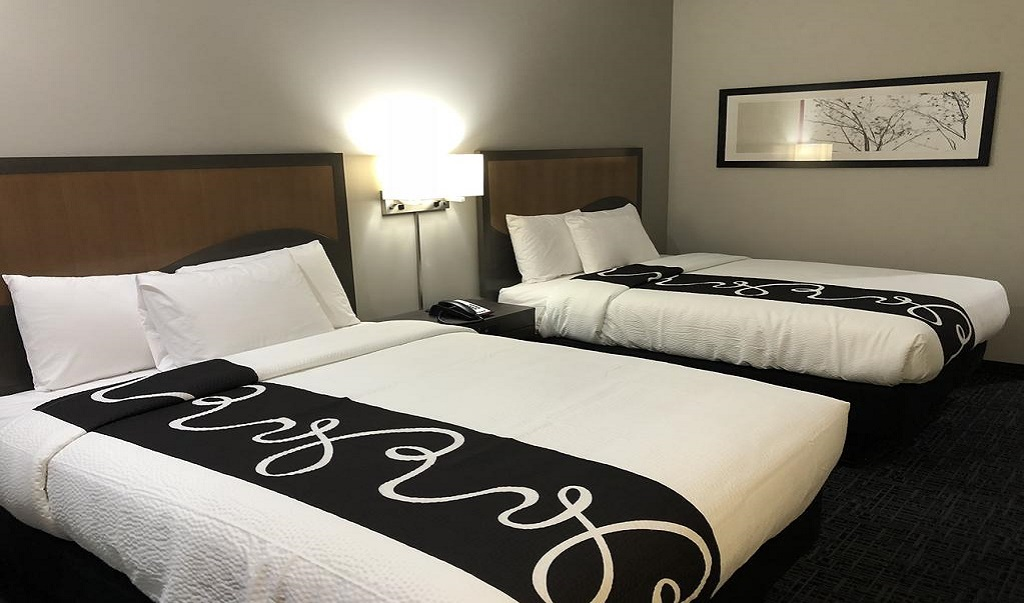 Hotel Glenpool - Double Beds-1